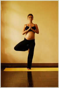 4b vrksasana tree pose - first trimester